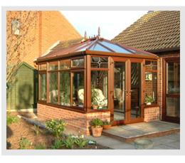 Example of Edwardian/Georgian conservatory, wooden finish